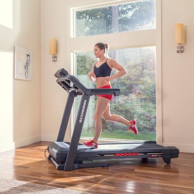 Schwinn Laufband 570T Lifestyle Frau